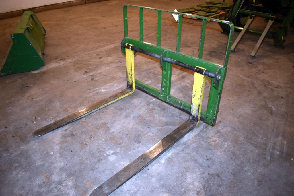 mds-pallet-forks-48-for-jd-400-500-loaders-jd-quick-attach-located-building-1