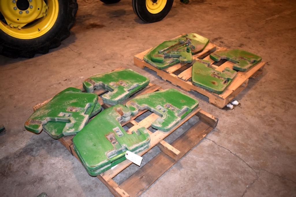 12-john-deere-suitcase-weights-100lbs-selling-12-x-located-building-1