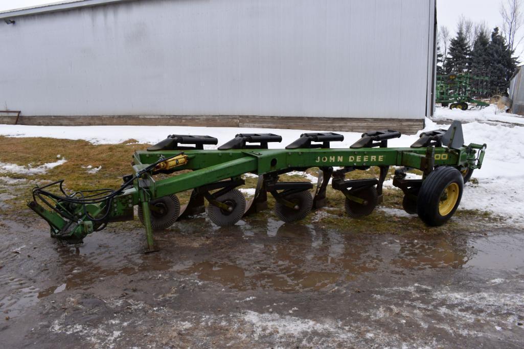 john-deere-2600-plow-5-bottom-in-furrow-vari-width-coulters-sn-011380