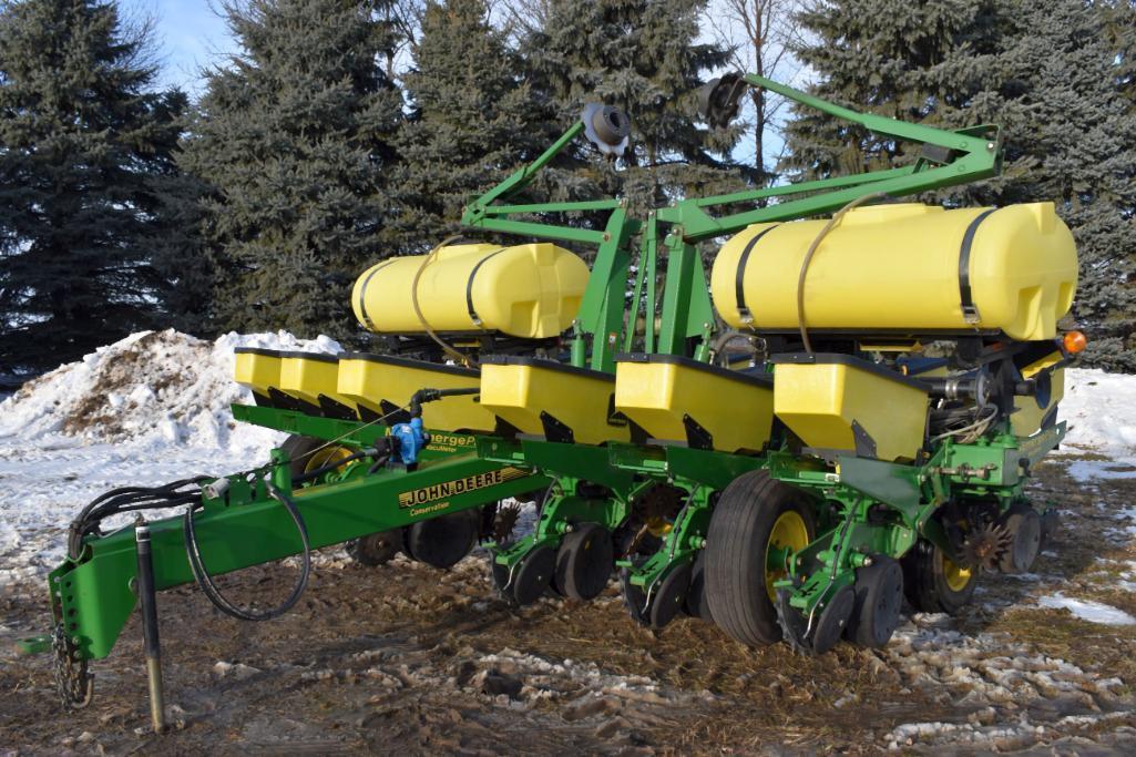 john-deere-1760-conservation-max-emerge-plus-12r30-planter-vacuum-2-200-liquid-fertilizer