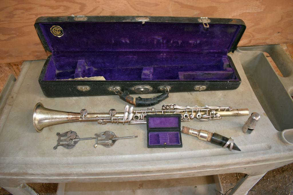cleveland-clarinet-with-case-2-music-holders-reed-case