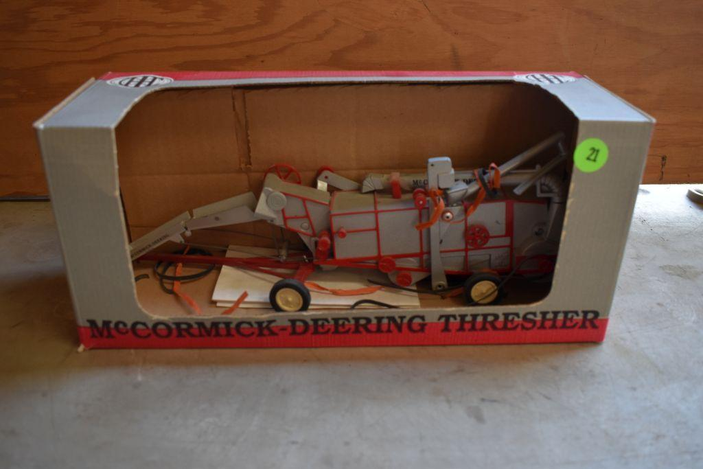 spec-cast-mccormick-deering-thresher-1-28-scale-special-edition