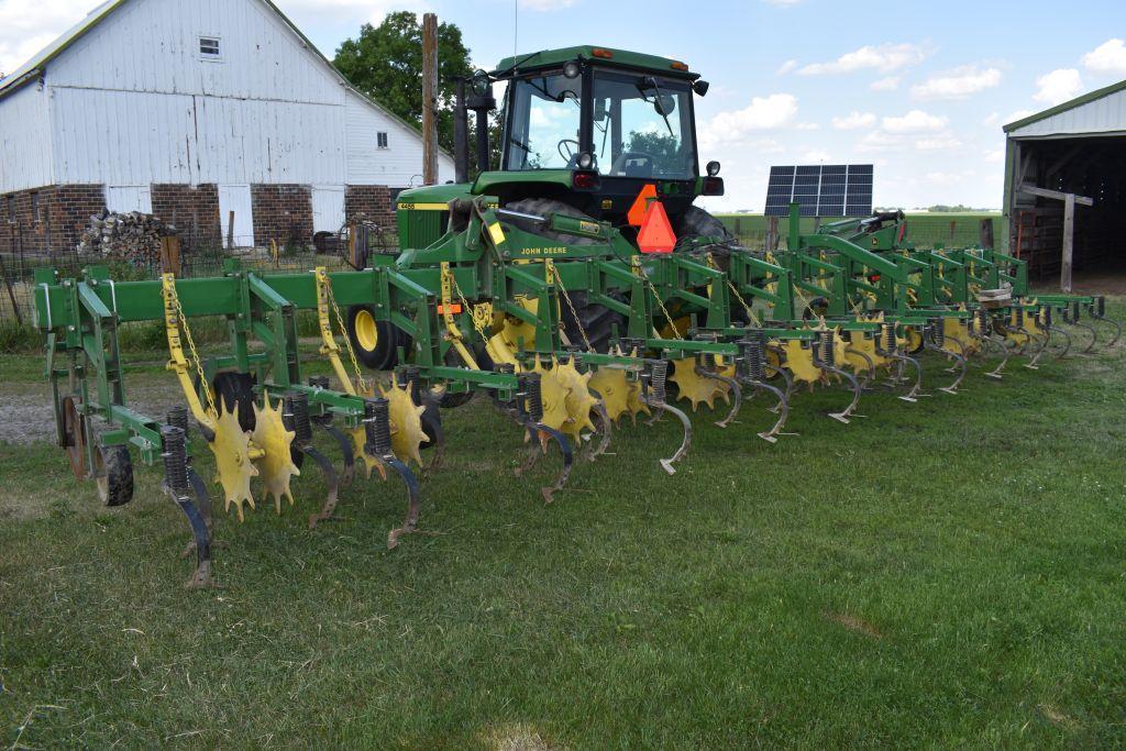 john-deere-845-row-crop-cultivator-12-row-30-flat-fold-stabilizer-disc-very-good-condition