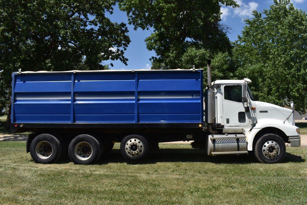 2001-international-9200i-grain-truck-twin-screw-with-air-pusher-ism-cummins-diesel-10sp-611162