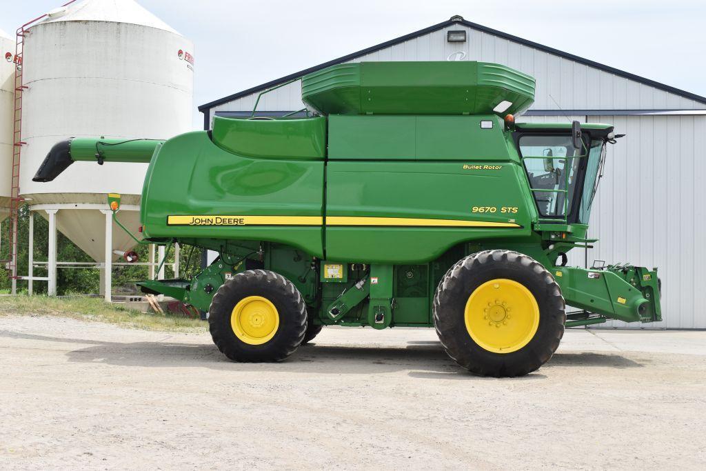 2011-john-deere-9670-sts-821-sep-1135-eng-hours-520-85r38-duals-john-deere-command-center