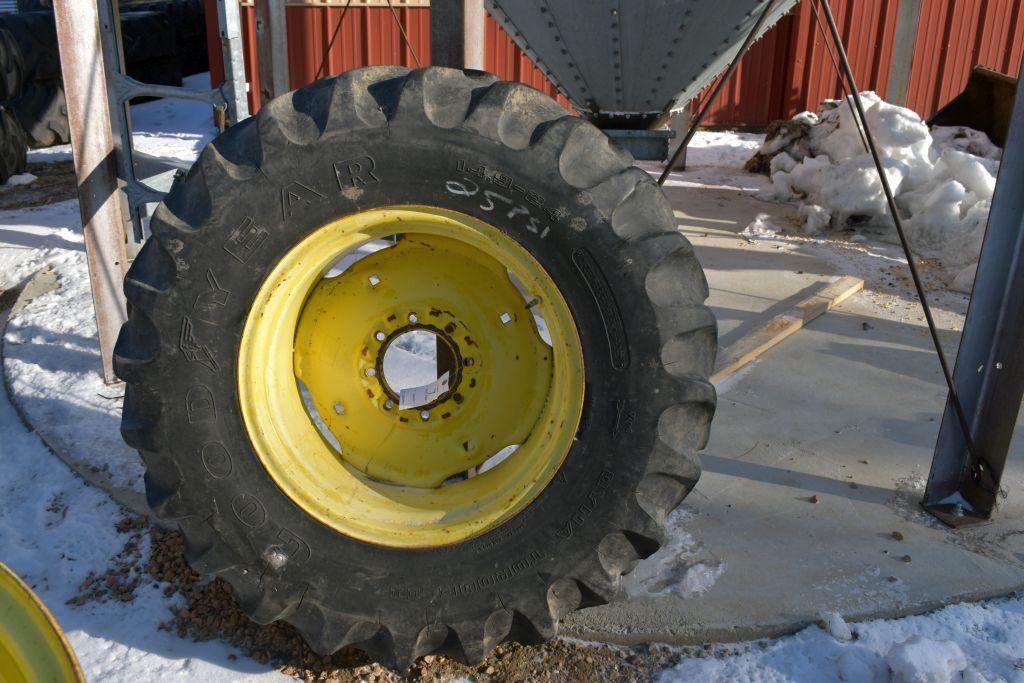 goodyear-14-924-tire-on-john-deere-rim-8-bolt