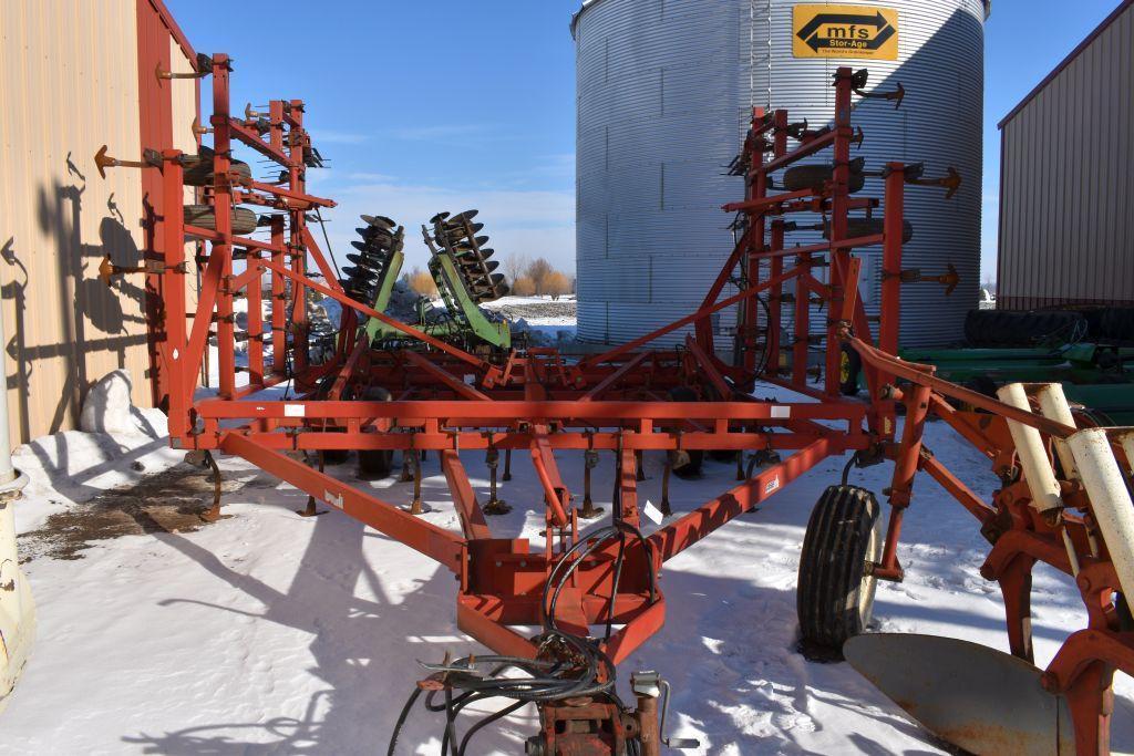 case-ih-4900-vibra-tiller-field-cultivator-31-5-63-shanks-9-shovels-walking-tandems