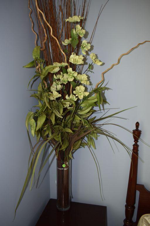 glass-vase-with-floral-arrangement