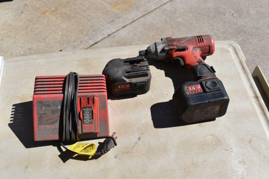 milwaukee-cordless-1-2-impact-with-battery-charger-tested-working