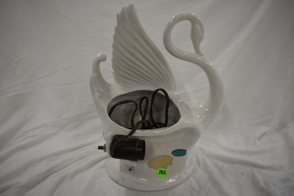 maddux-pottery-swan-tv-lamp