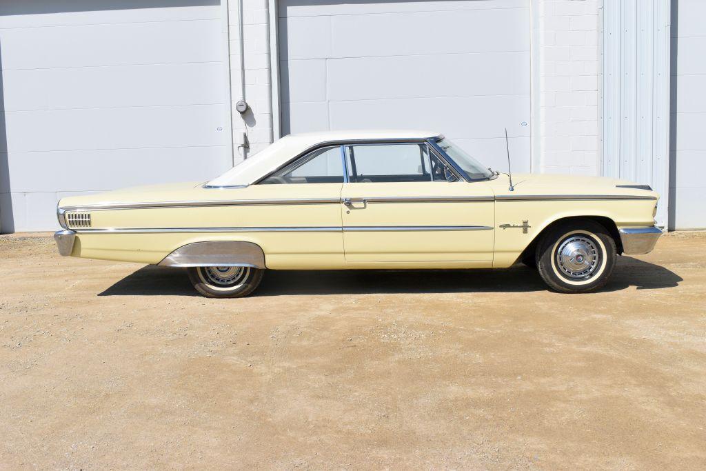 1963-1-2-ford-galaxy-500-2-door-car-hard-top-v8-auto-fender-skirts-good-body