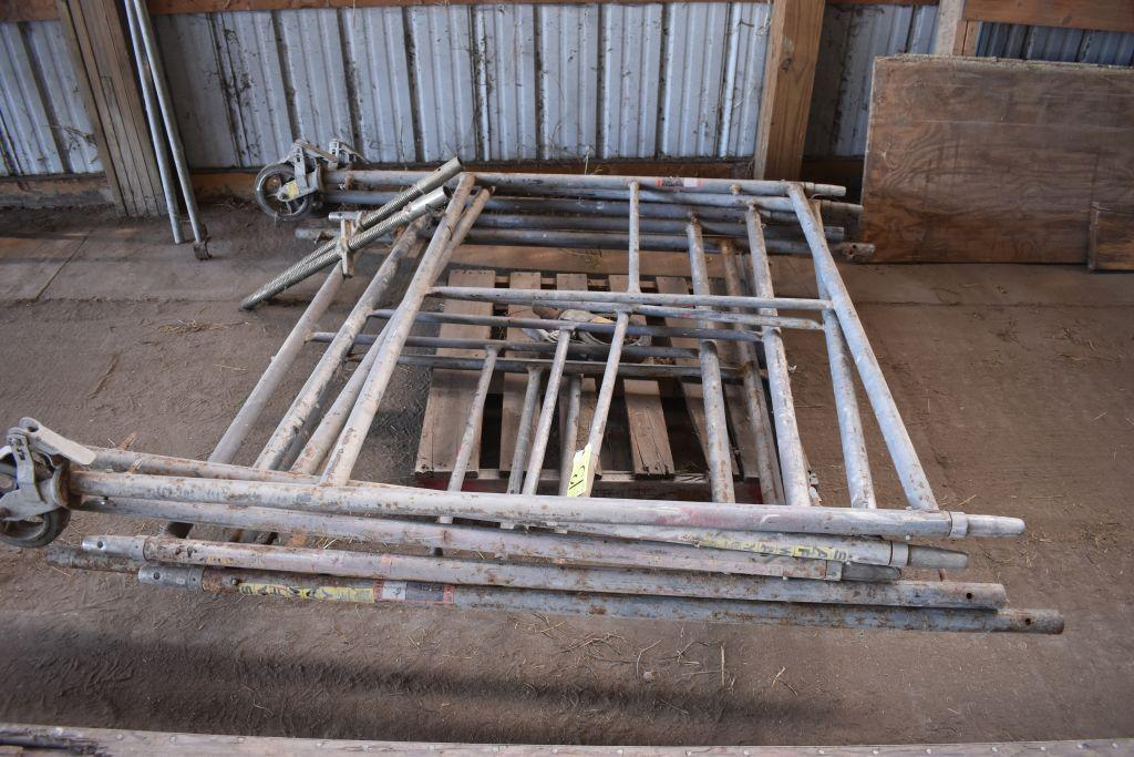 scafolding-uprights-supports-5-uprights-3-wheels