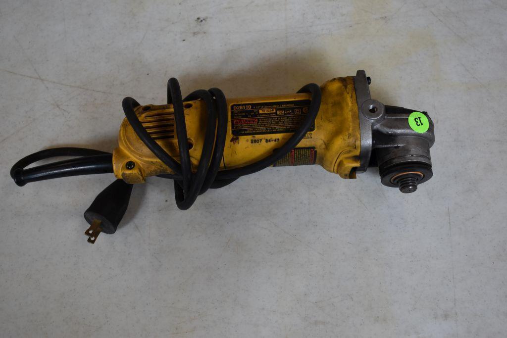 dewalt-d28110-corded-grinder