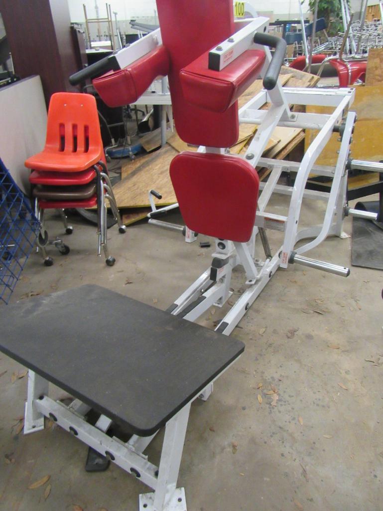 hammer-strength-v-squat-press
