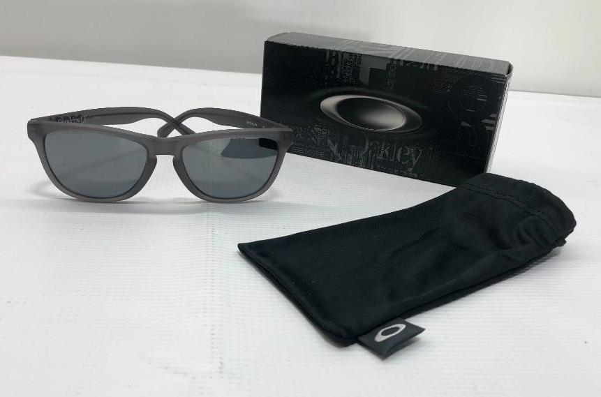 oakley-frogskins-lx-satin-smoke-frame-w-black-iridium-polarized-lenses