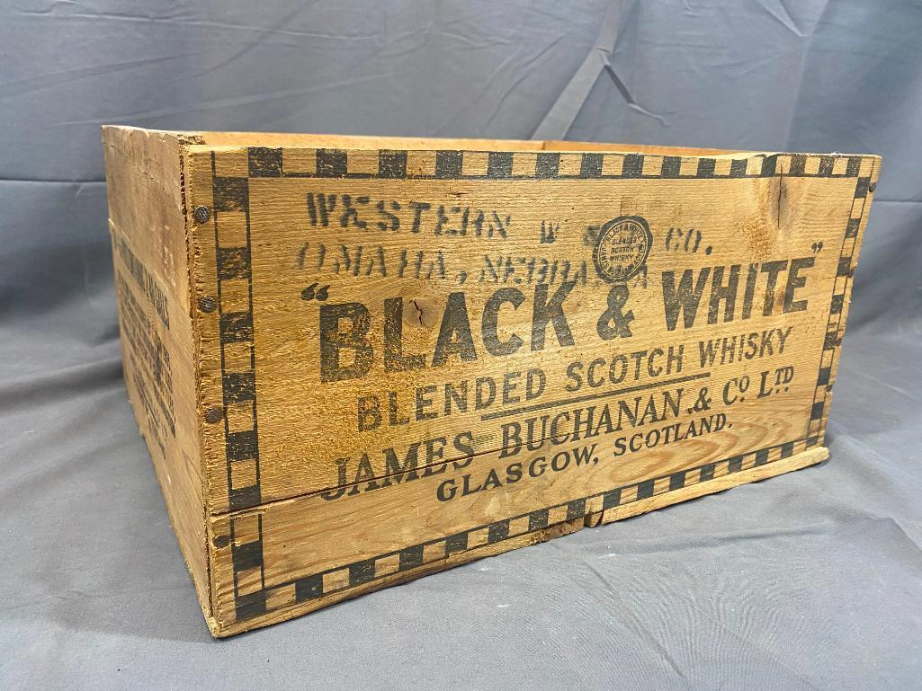 black-white-blended-scotch-whisky-wooden-case-16in-x-8in-x-13in-scotland
