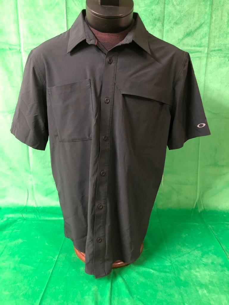 2-mens-medium-oakley-regular-fit-polos