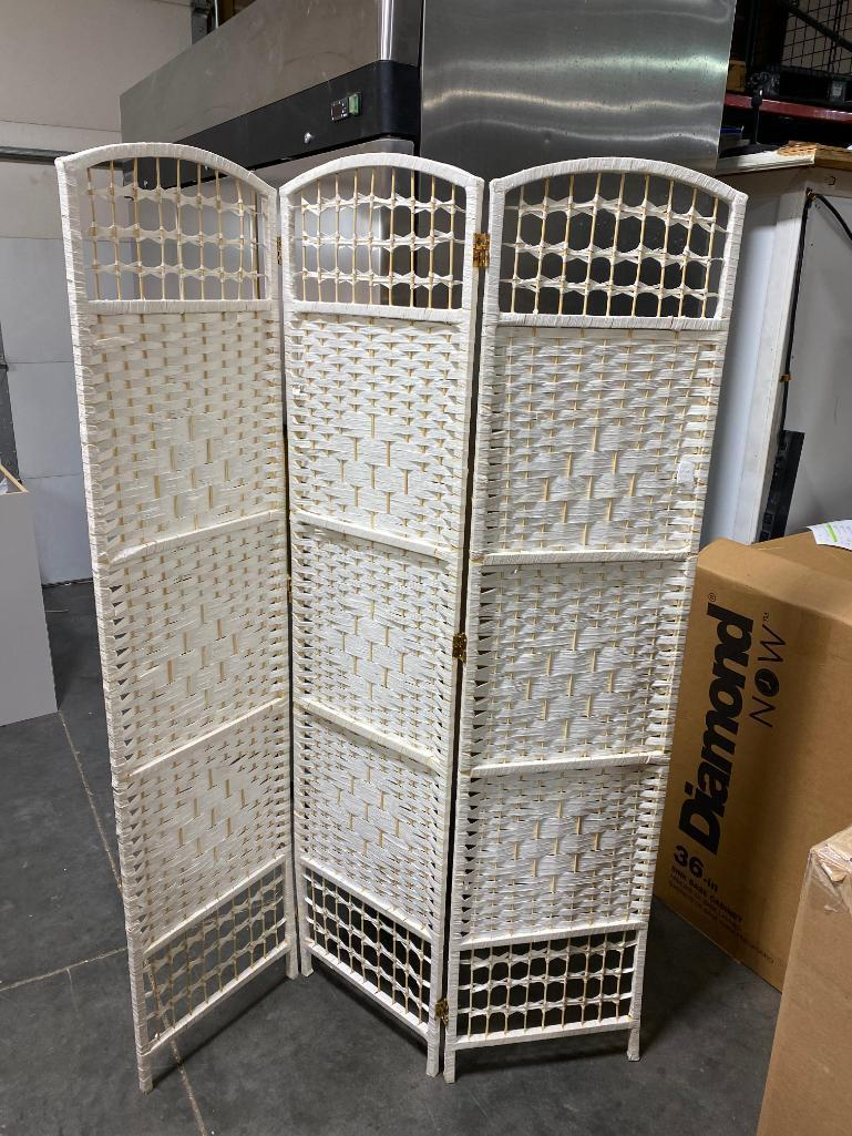 3-panel-wicker-divider