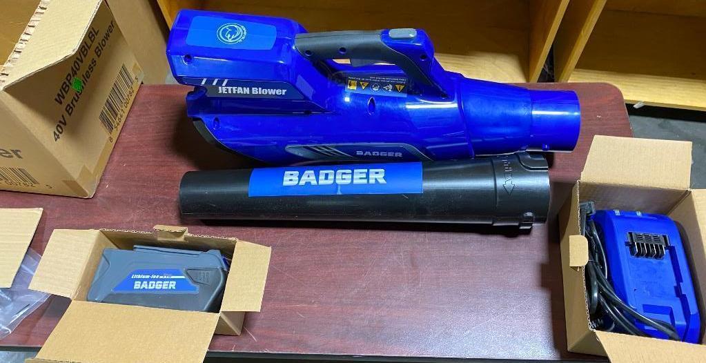 badger-brushless-blower-40v-includes-battery-charger-new
