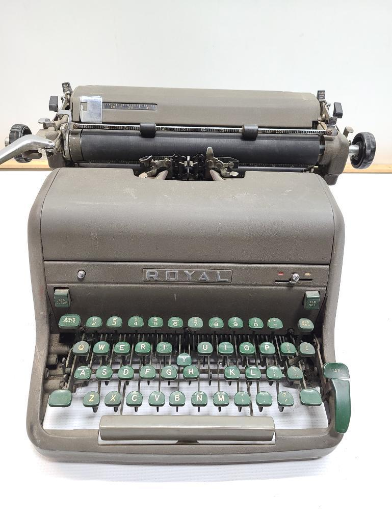 type-writer-by-royal-type-writer-company-inc