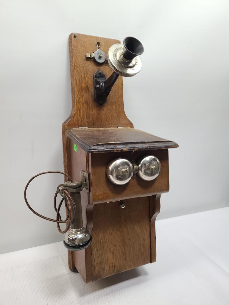 old-crank-phone-w-working-bell