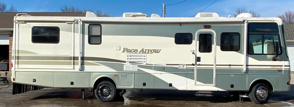 2002-fleetwood-pace-arrow-rv-model-g-v-10-class-a-motor-home-2-slides-34ft-m-34w-ford