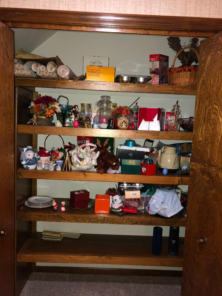 huge-assortment-of-christmas-and-holiday-decorations-and-supplies-see-pictures