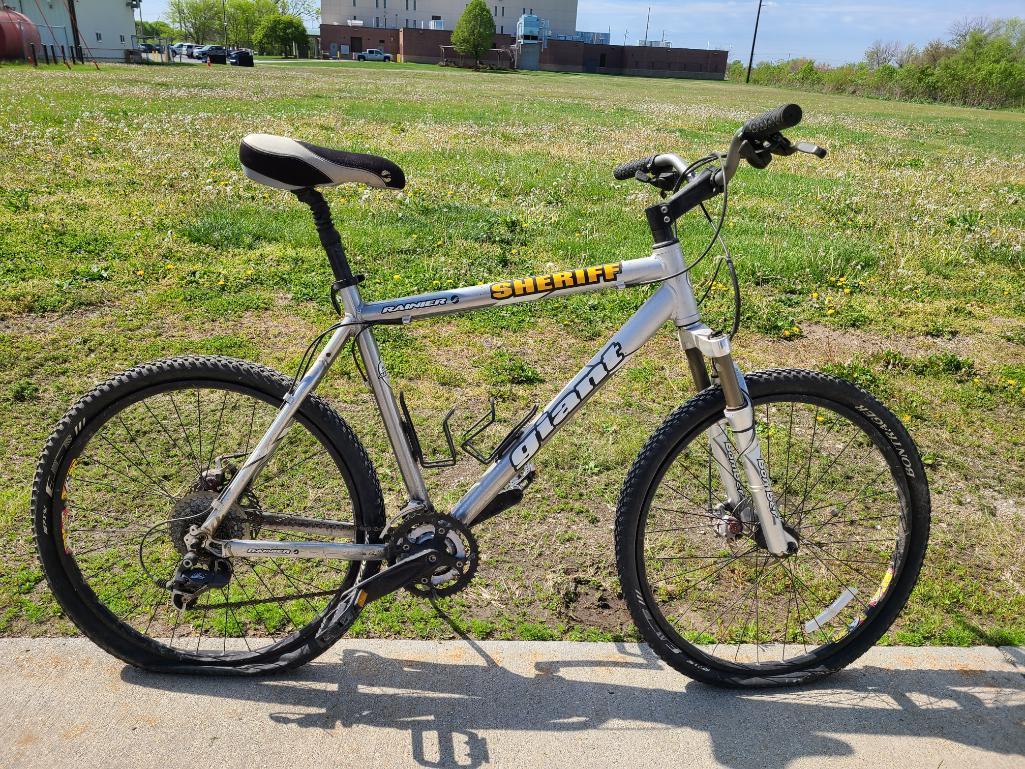 giant-rainier-mountain-bike-6061-extra-light-aluxx-aluminum-alloy-tubing-26in-tires-shimano-components