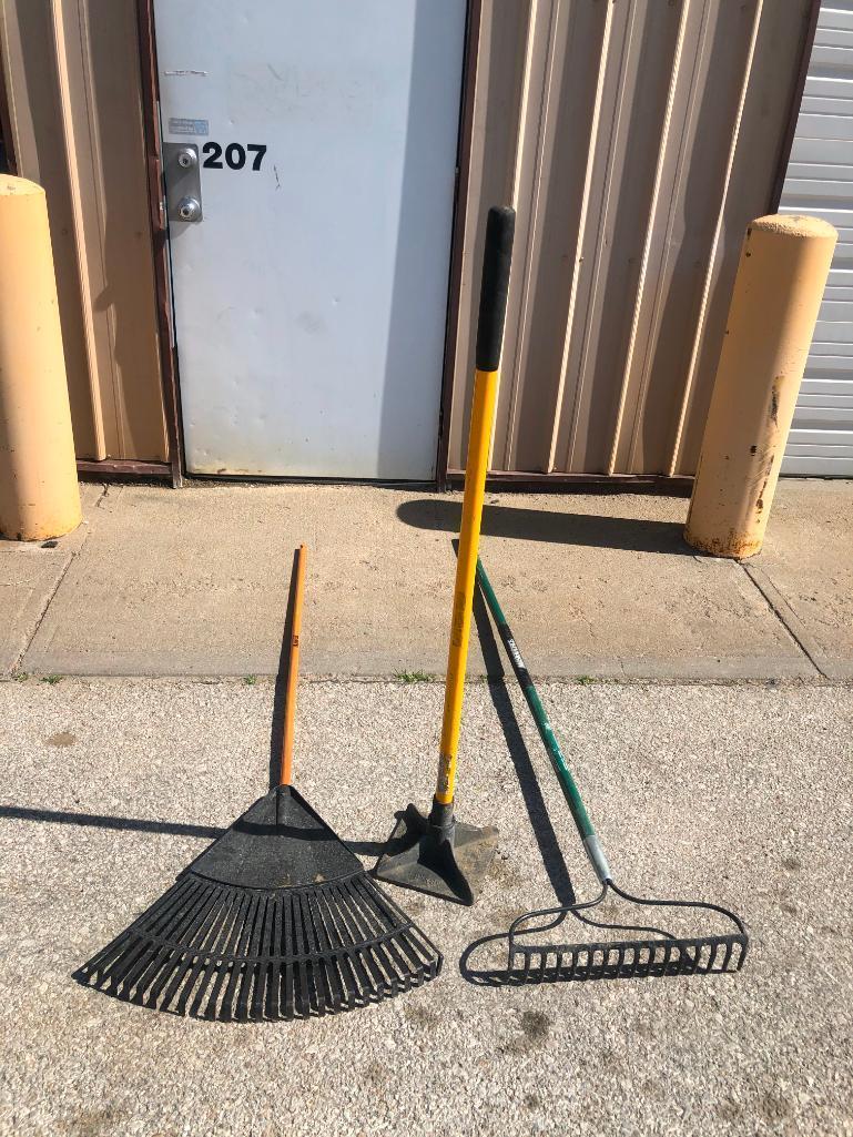 tamper-w-fiberglass-handle-two-rakes