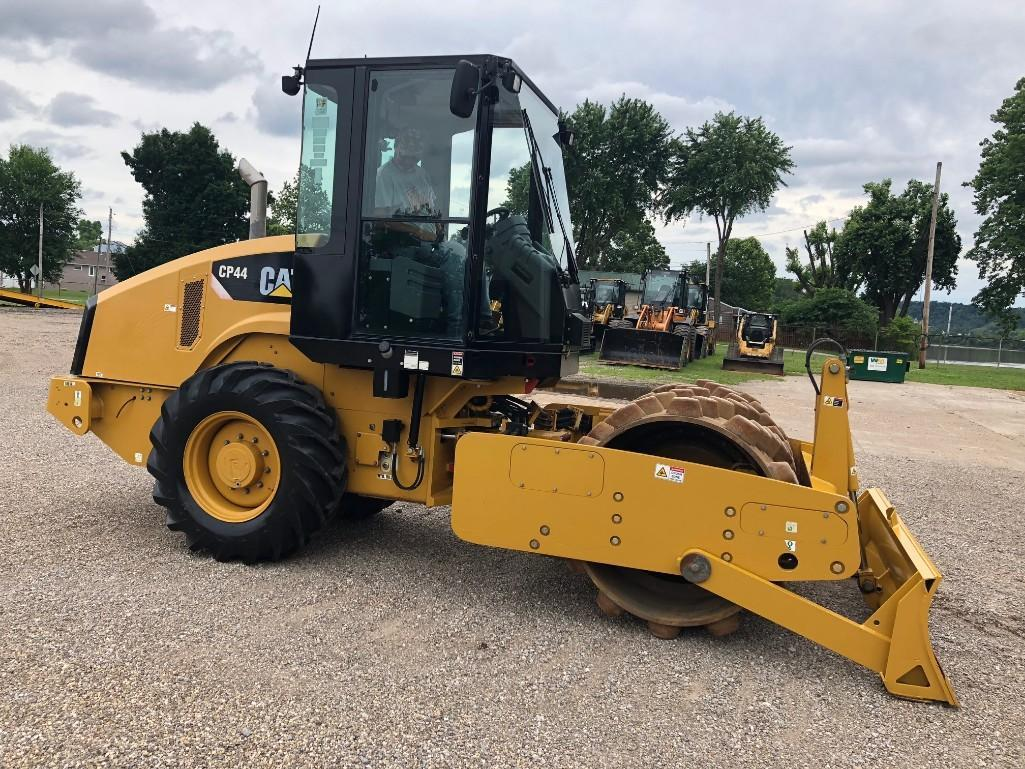 2011 CAT CP44 VIBRATORY ROLLER SN:M4P00103 Powered By