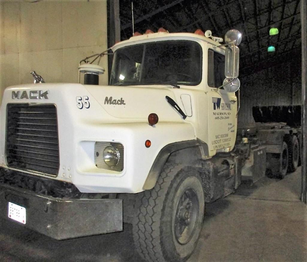 1993 MACK DP600 ROLLOFF TRUCK VN:1M2B209C7PM012189