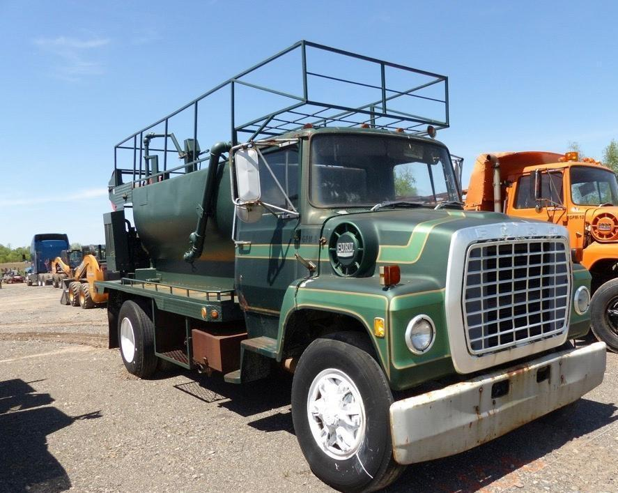 1976 FORD 8000 HYDROSEEDER VN:W88719 Powered By Cat