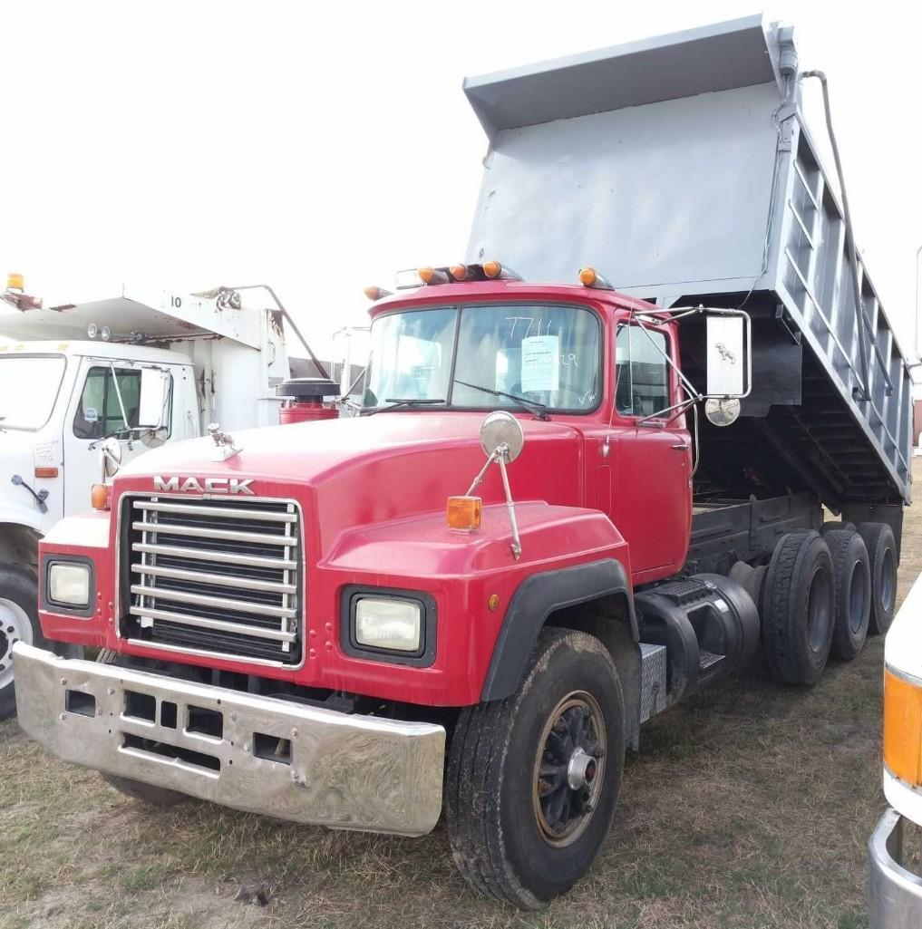 1991 MACK RD690S DUMP TRUCK VN:009829 Powered By Mack