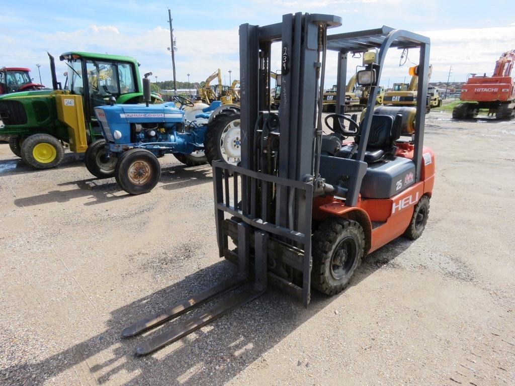 HELI CPYD25-TY5 FORKLIFT SN:23025P5227 Powered By