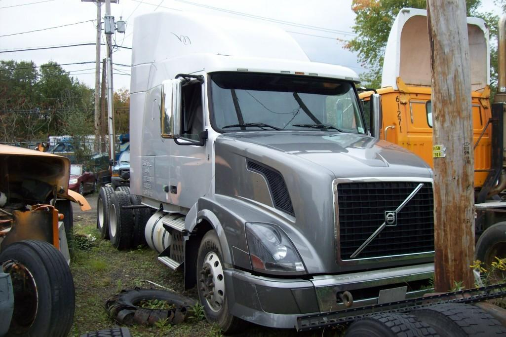 2008 VOLVO VNL TRUCK TRACTOR VN:265964 Powered By