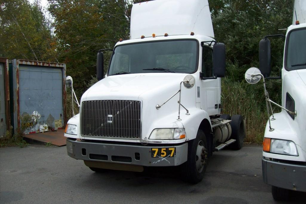 2002 VOLVO VNM TRUCK TRACTOR VN:325786 Powered By