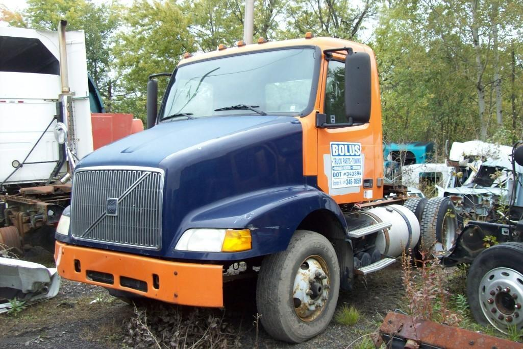2000 VOLVO VNM TRUCK TRACTOR VN:234527 Powered By