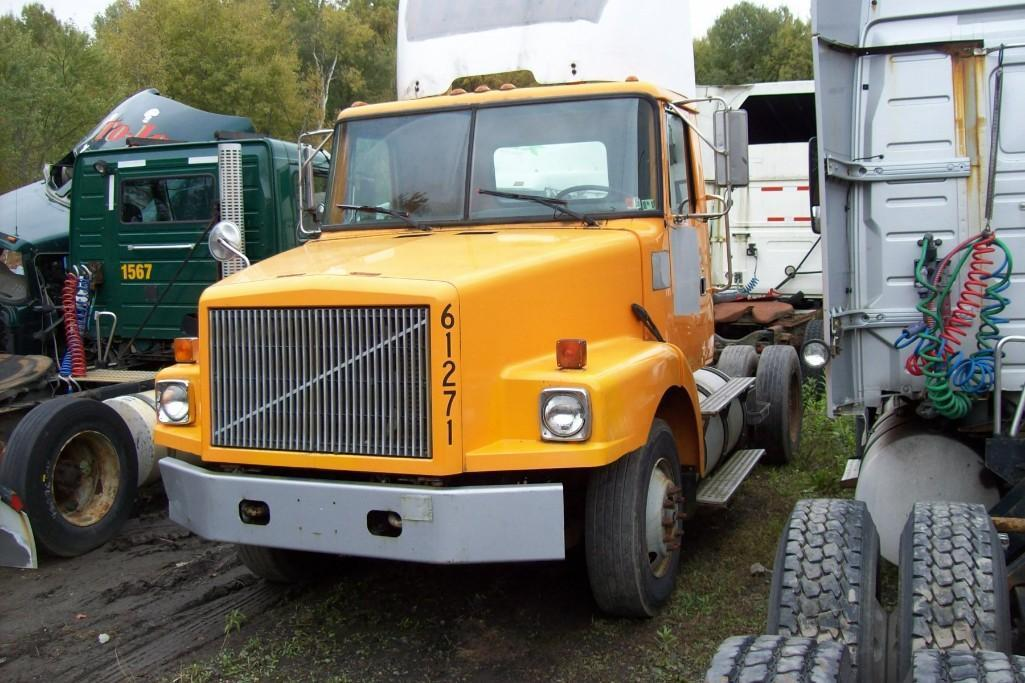 1998 VOLVO NR64 TRUCK TRACTOR VN:860898 Powered By