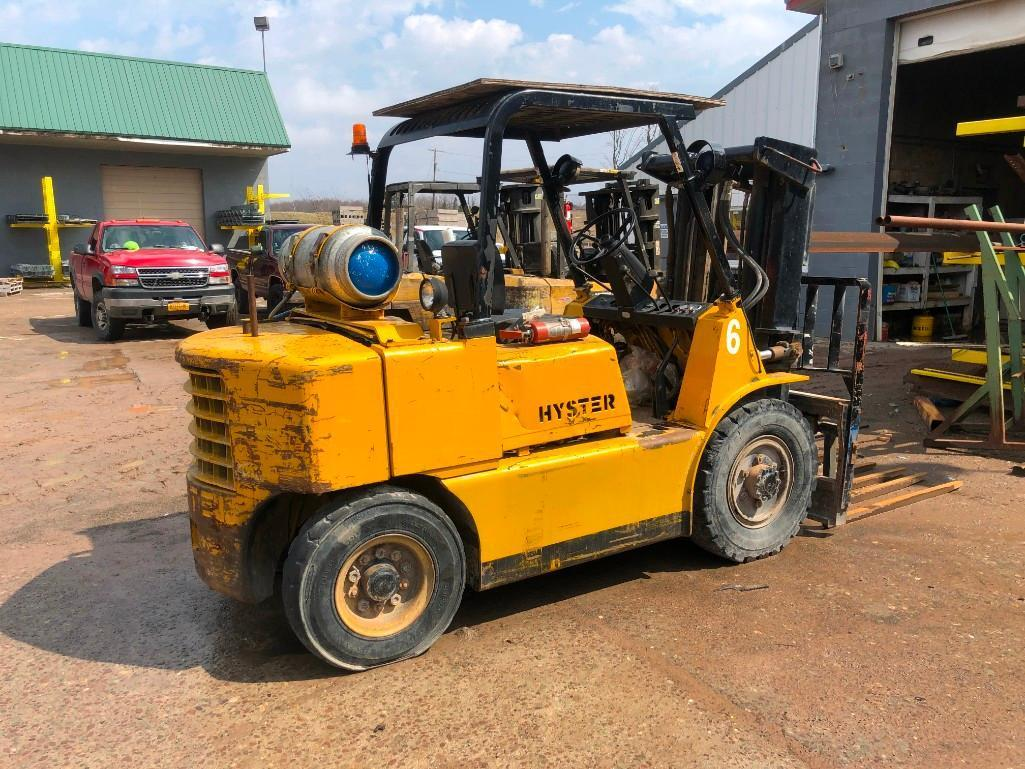 HYSTER FORKLIFT Powered By LP Engine Equipped With