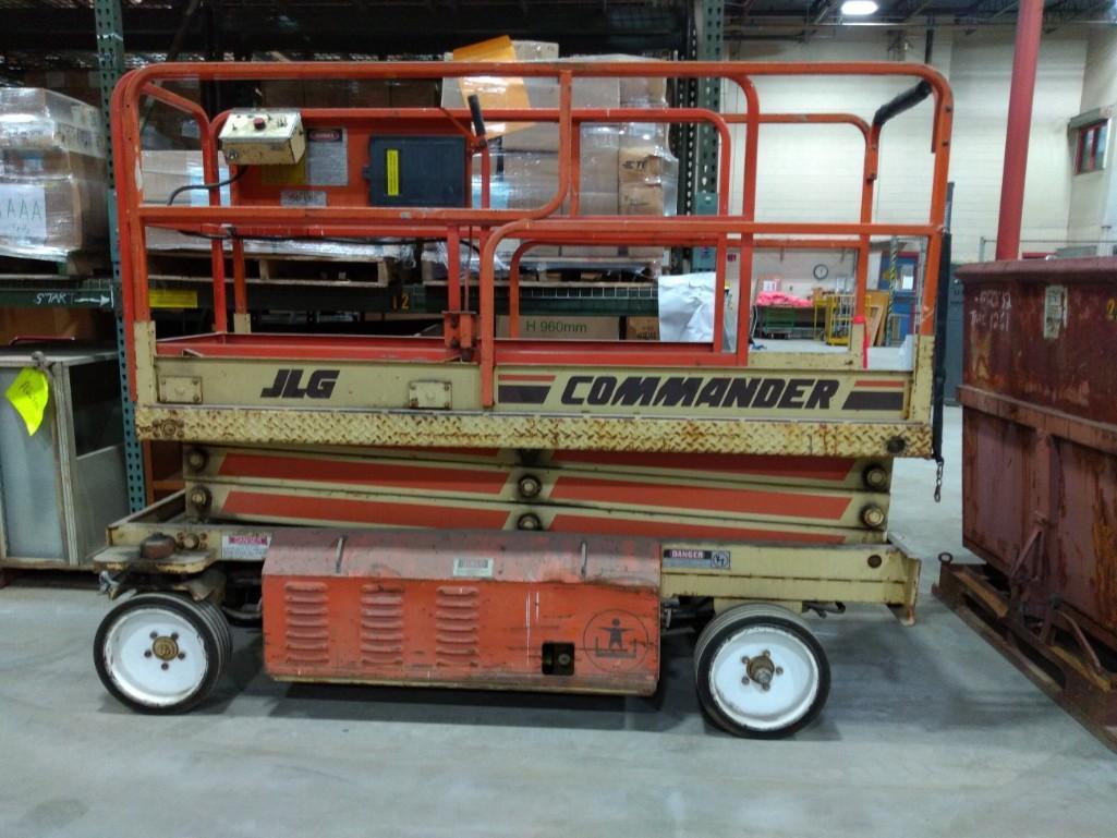 JLG COMMANDER CM2033 SCISSOR LIFT Electric Powered