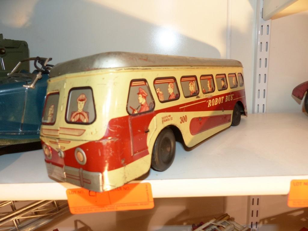 METAL TOY BUS COLLECTIBLE TOY