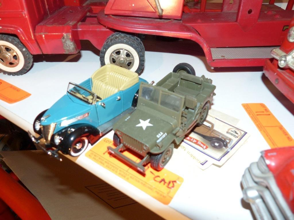 (2) MODEL TOY CARS COLLECTIBLE TOY
