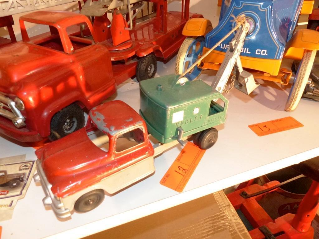 METAL TOY DIGGER TRUCK COLLECTIBLE TOY