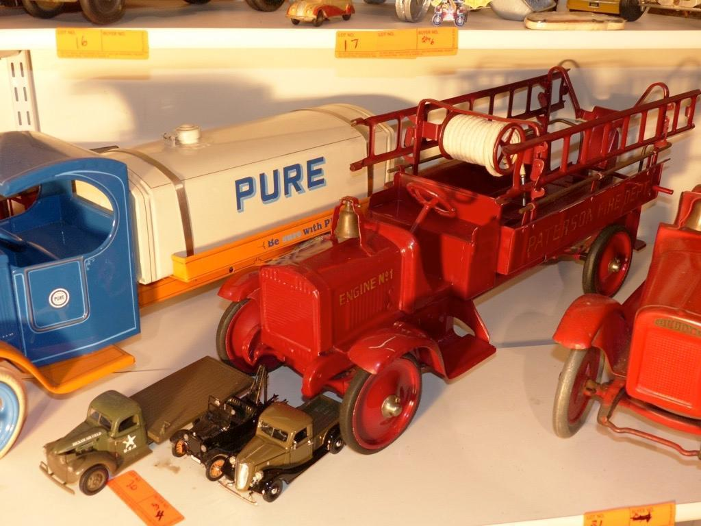 LARGE METAL FIRE ENGINE (3) SMALL TOY TRUCKS