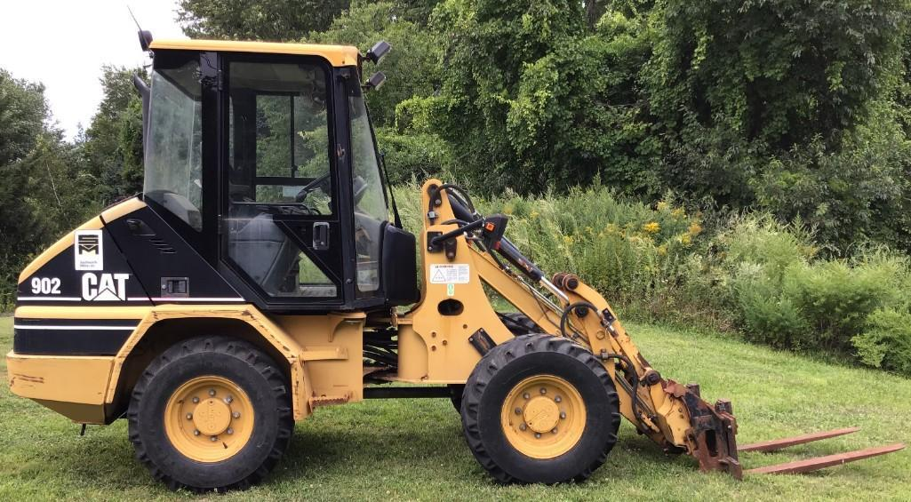 CAT 902 RUBBER TIRED LOADER SN:ES01230 Powered By Cat