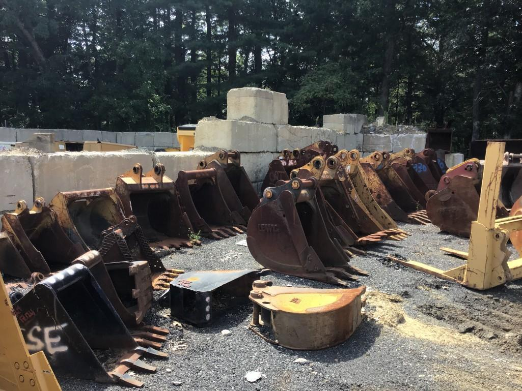 LARGE QTY OF DIGGING BUCKETS EXCAVATOR BUCKET Various