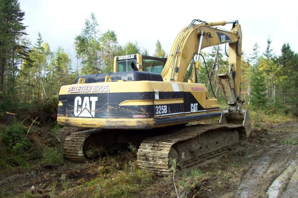 CAT 325BL HYDRAULIC EXCAVATOR SN:2JR02997 Powered By