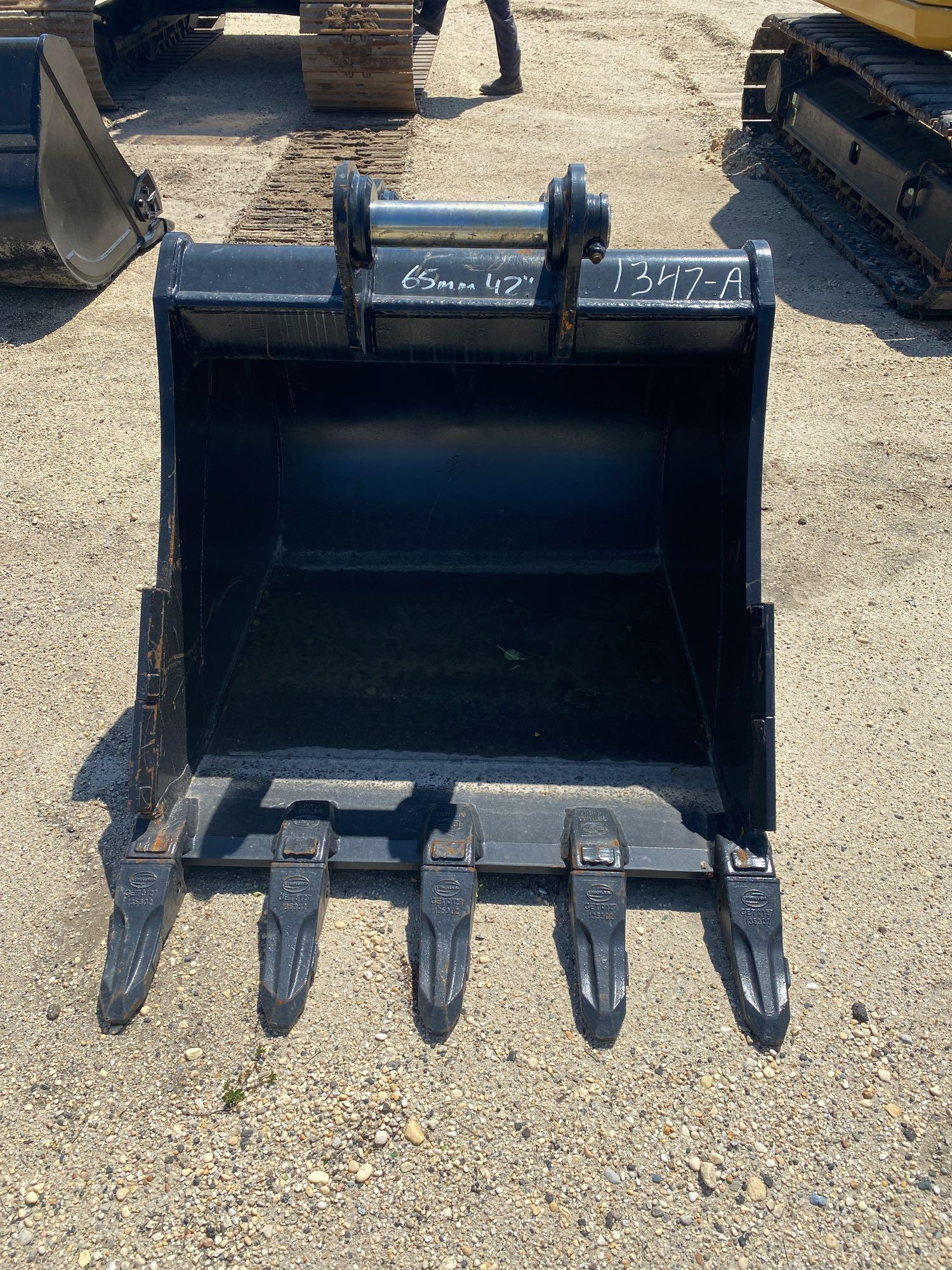 NEW STRICKLAND 42IN. DIGGING BUCKET EXCAVATOR BUCKET
