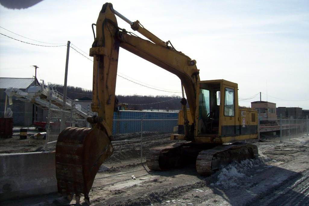 CAT 215 HYDRAULIC EXCAVATOR Powered By Cat 6 Cylinder