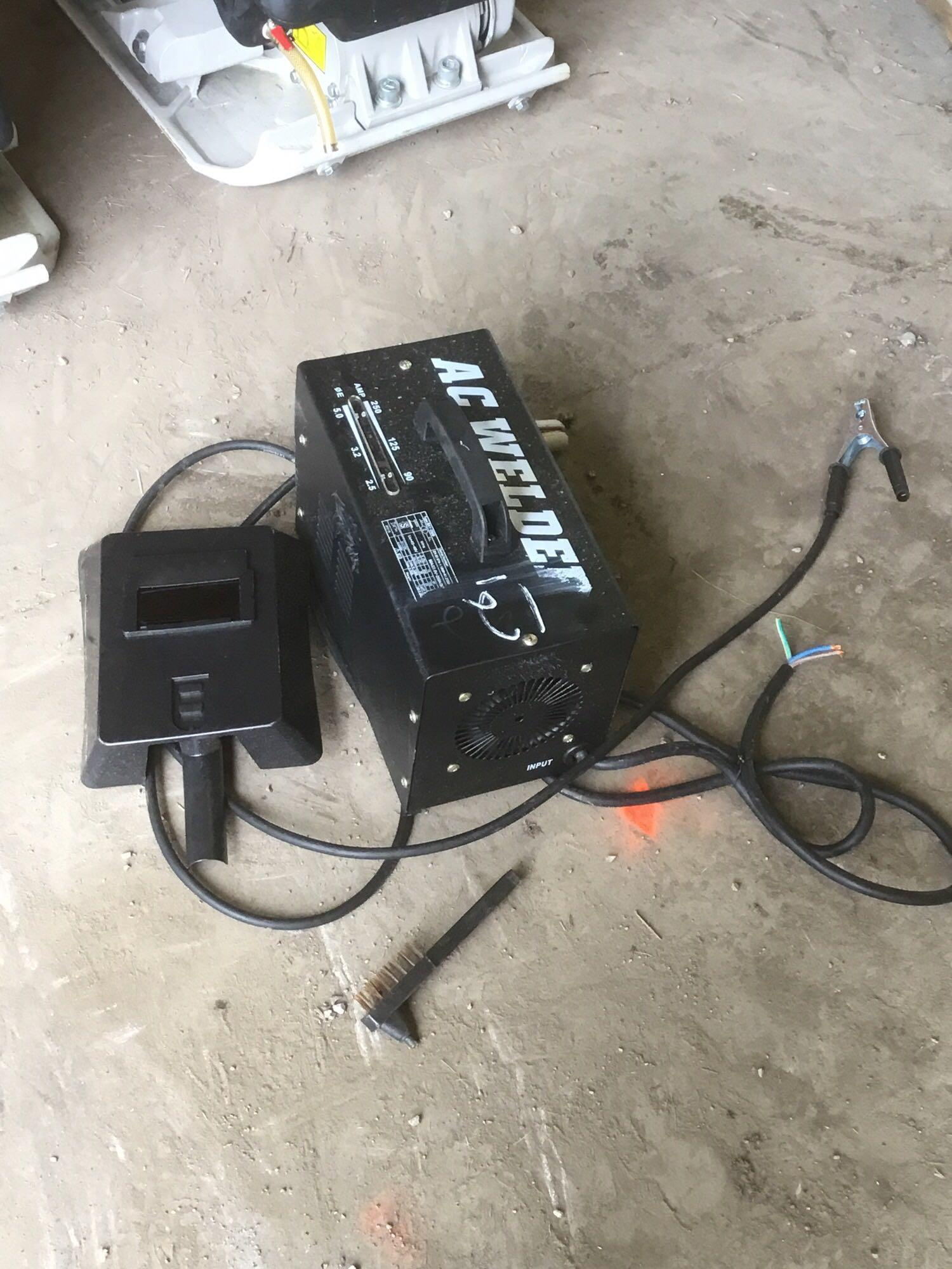 NEW 250 AMP ELECTRIC ARC WELDER NEW SUPPORT EQUIPMENT